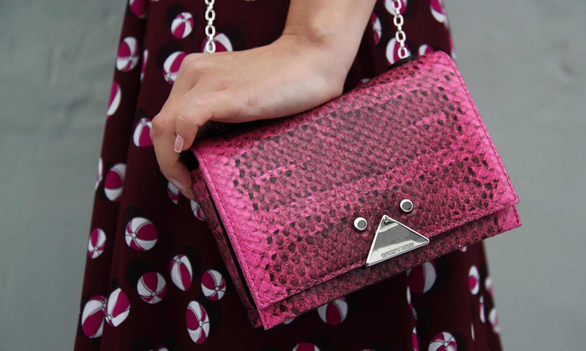 armani çanta, armani çanta modelleri, yılan derisi çanta, pembe çanta modelleri, özberk baz