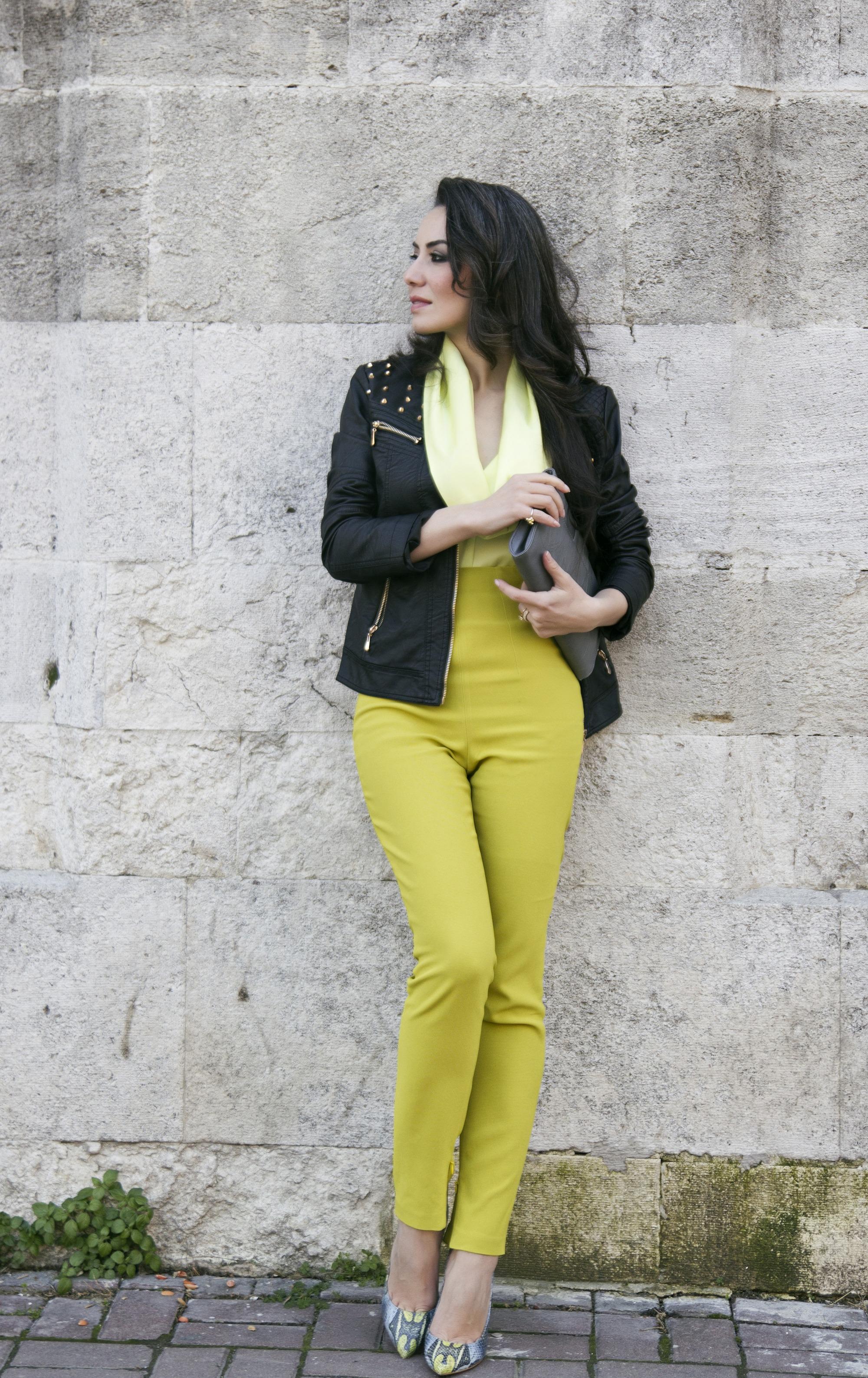 siyah sarı kombin