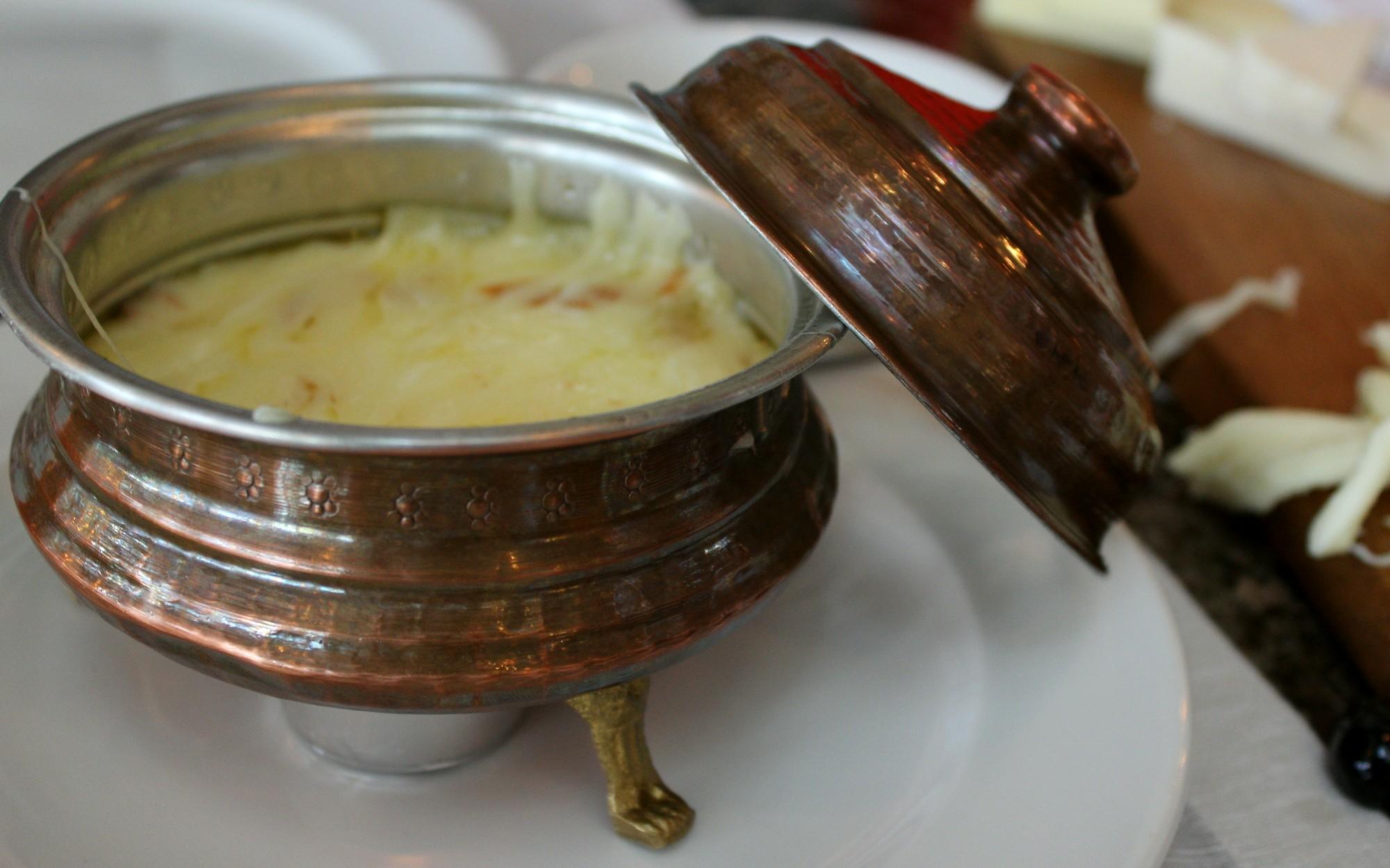 sircaci14 mıhlama muhlama, sırçacı 14 yeniköy, yeniköy mekanları, istanbul'da kahvaltı mekanları, en iyi kahvaltı, en iyi kokteyl, istanbul'da nerede ne yenir, en iyi yeme içme, yeniköy, mıhlama nasıl yapılıri muhlama tarifi
