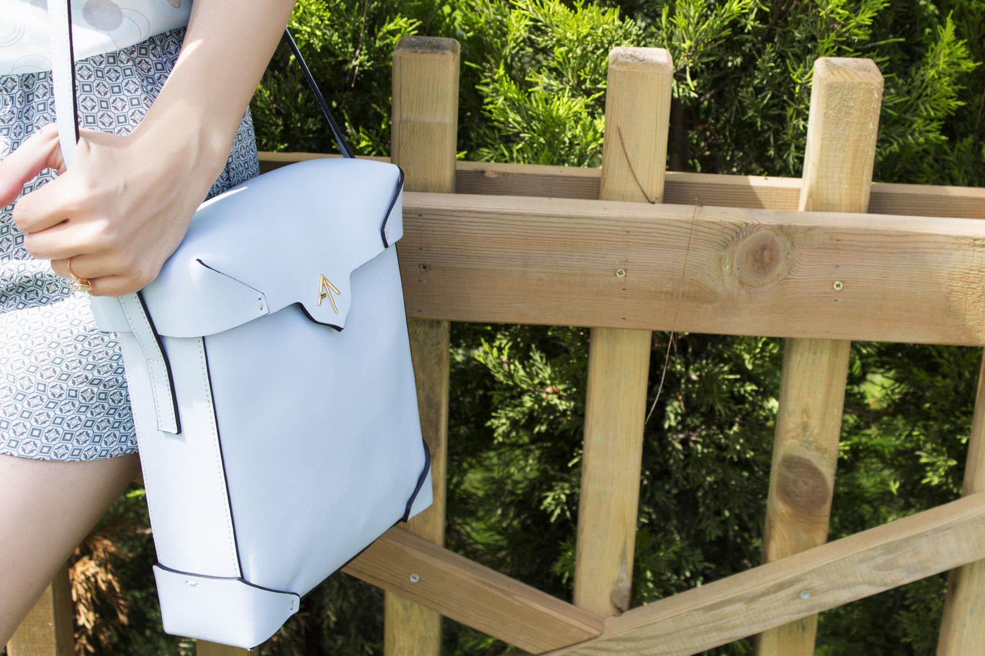 manu atelier, çanta, özel yapım çanta, tasarım çantalar, mavi çanta modelleri, kutu çanta modelleri, manu, el yapımı çanta, el işçiliği, özel dikim, deri, deri çanta modelleri