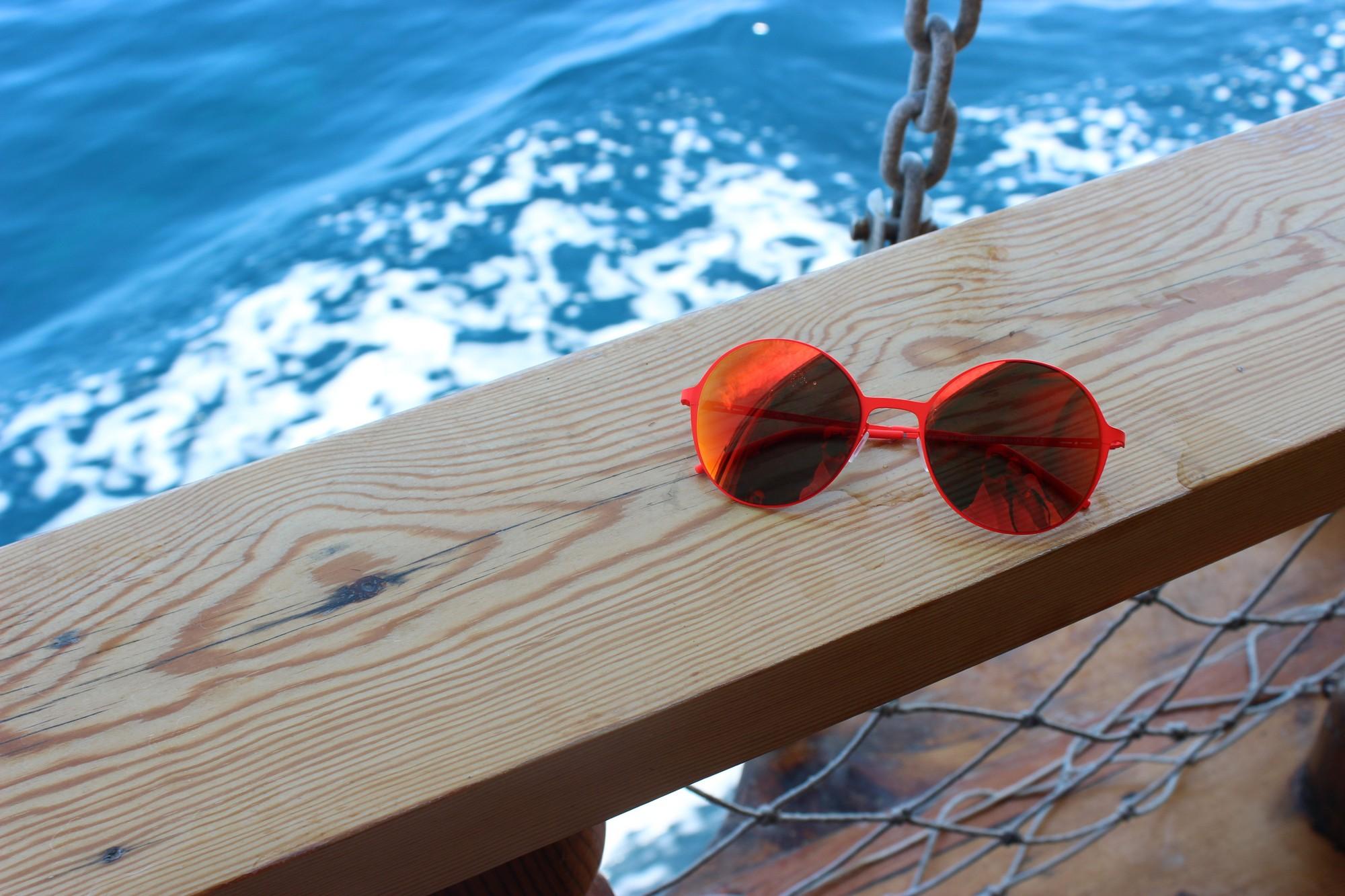 italia independent, aynalı güneş gözlüğü modelleri, turuncu güneş gözlüğü, yuvarlak güneş gözlükleri