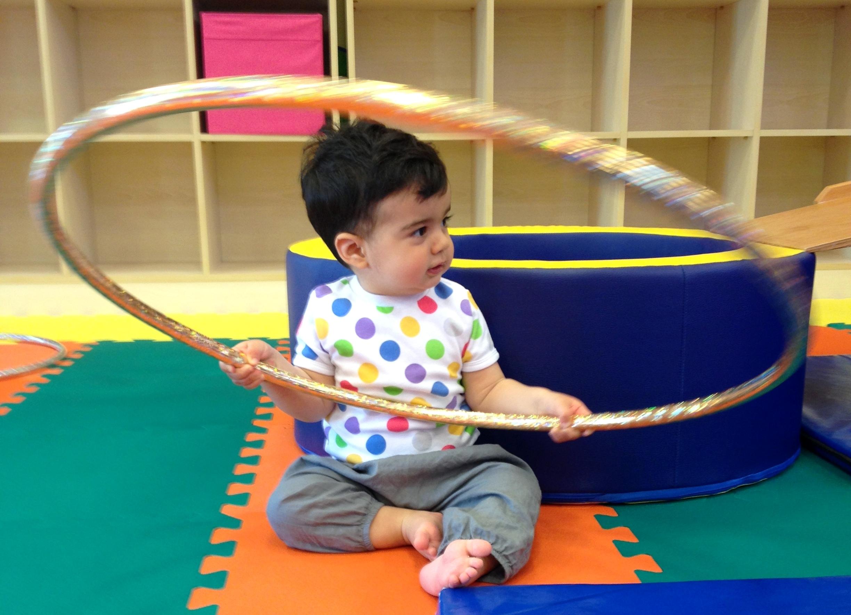 kindyroo, kindyroo ataşehir, çocuk gelişim merkezi, bebekle aktivite, bebek oyun merkezi, bebek aktivite merkezi, motor gelişim, çocuklarda ince ve kaba motor gelişimi
