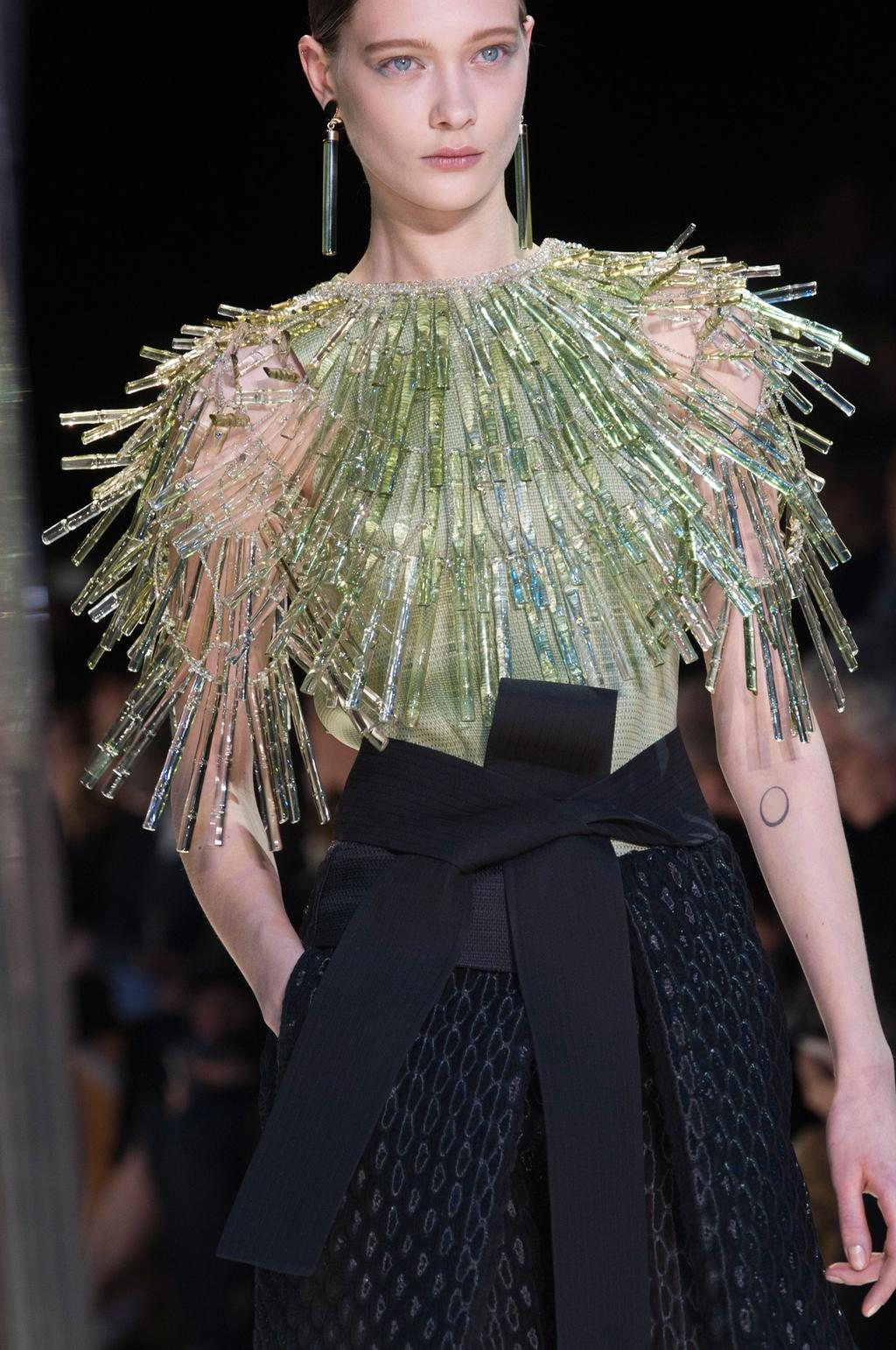 detail-defile-giorgio-armani-prive-printemps-ete-2015-paris-detail-97