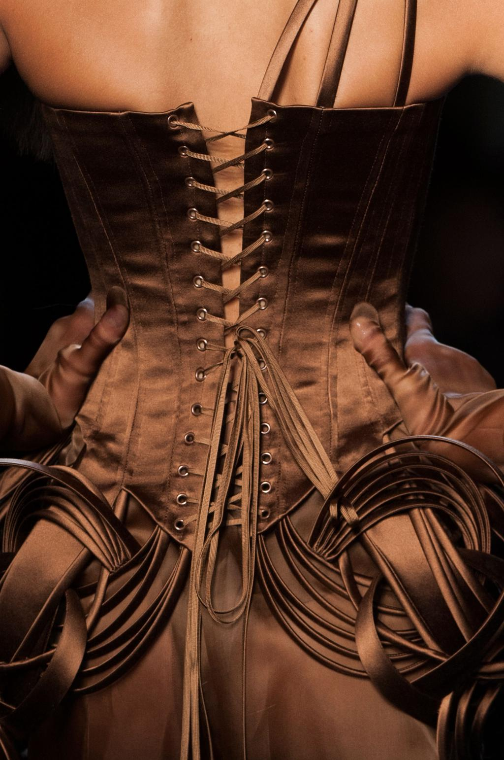 detail-defile-jean-paul-gaultier-printemps-ete-2015-paris-detail-255