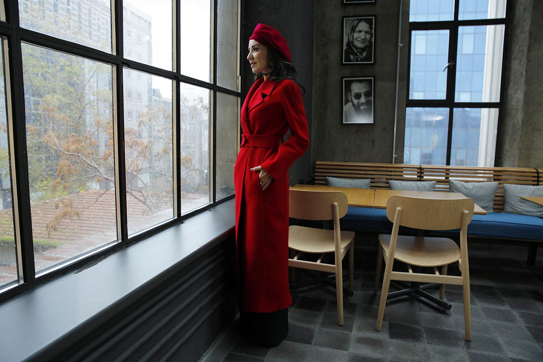 mimya mehtap yılmaz kırmızı palto 02