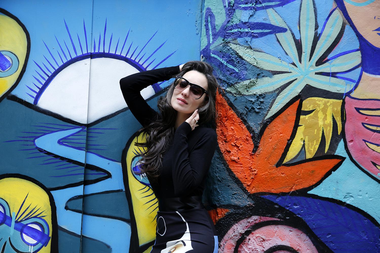 h6 hazal özman etek moda grafitti mural
