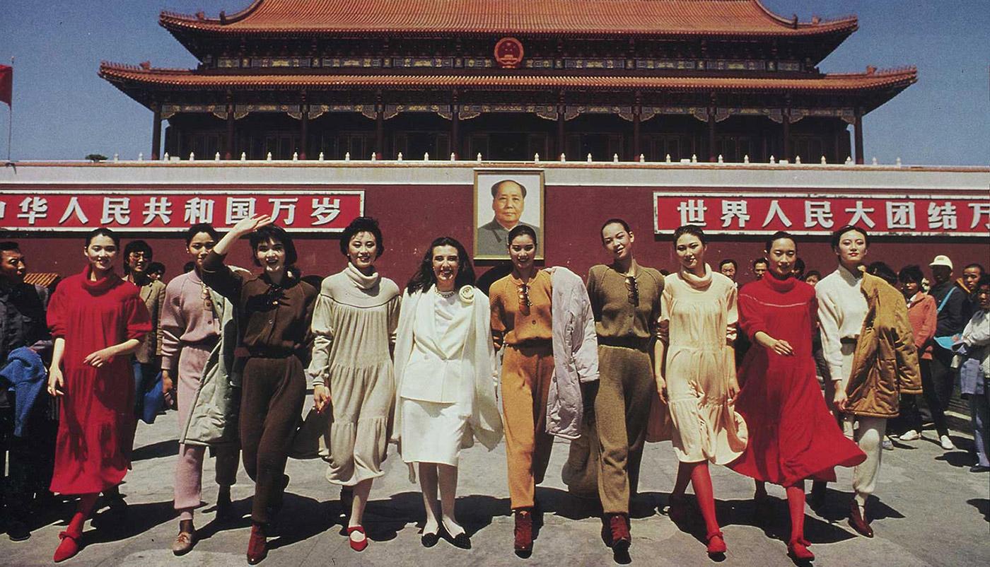 1988'de Laura Biagiotti Çin'de ilk kez bir lüks İtalyan markası olarak defile yaptı