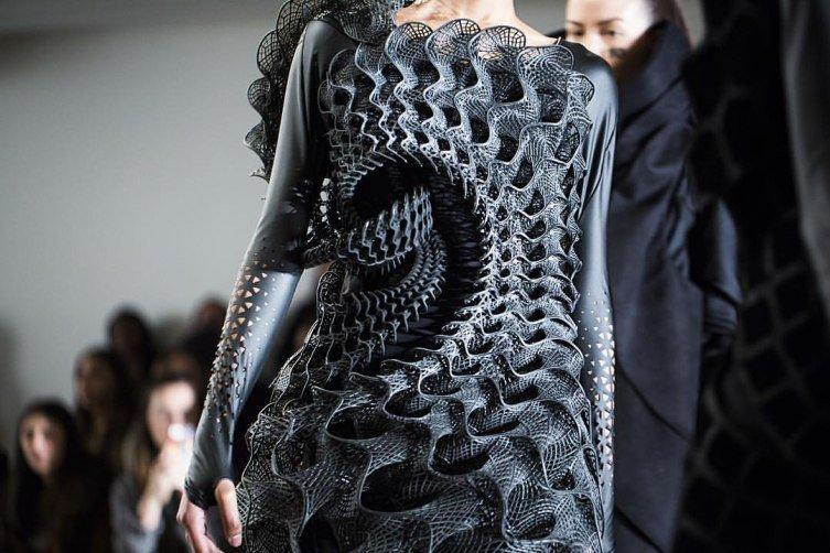 01 threeasFOUR tasarımı Pangolin elbise