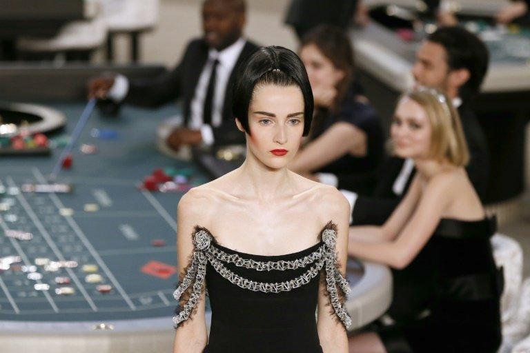 Chanel 2015 Couture defilesinde 3D yazıcı tekniği ile üretilmiş ikonik parçalar yer aldı