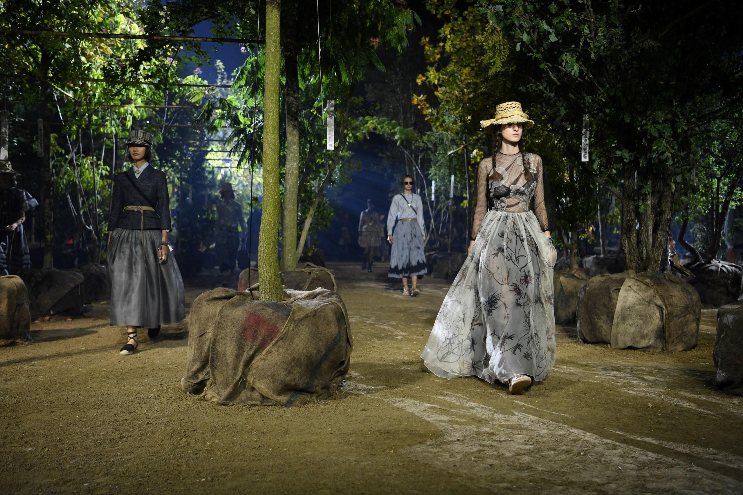 09 Paris Moda Haftası Dior SS2019 defilesi biyoçeşitliliğe dikkat çekmek istedi